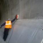 Misura radar su parete galleria